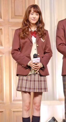 【エンタメ画像】桐谷美玲、25歳の制服姿は「ギリアウト」