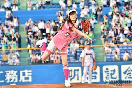 【エンタメ画像】乃木坂46白石麻衣がノーバン投球