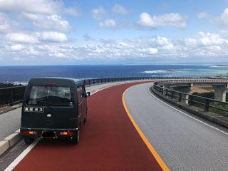 てぃーだ橋と車