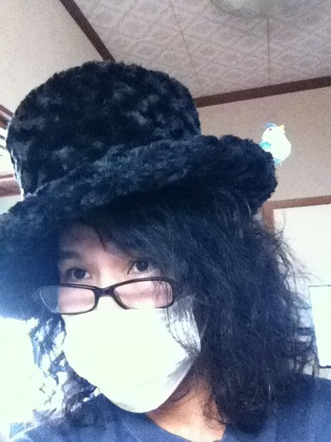 帽子に鳥がとまりました〜b(^^)d
