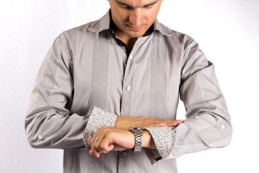 こないだ先輩に自慢された腕時計の名前思い出すの手伝ってくれ