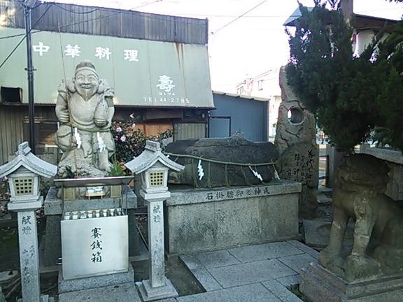 石津太神社 戎神腰掛石と戎神像