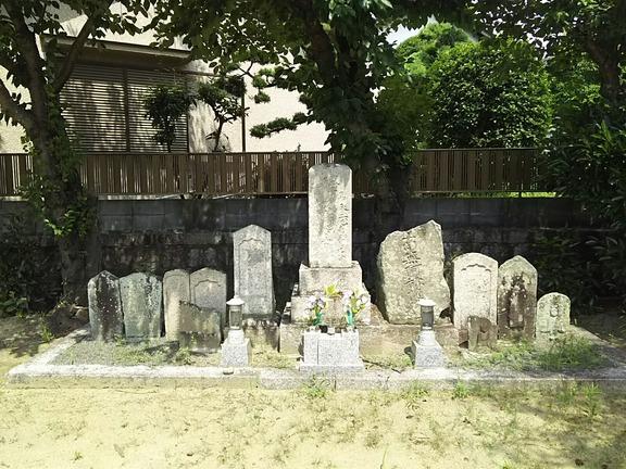 山井神社旧社地 石造物群