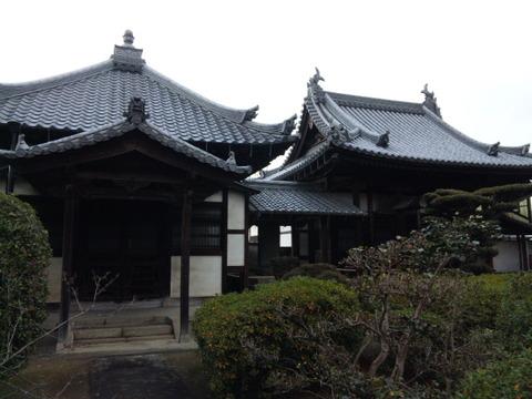 法雲寺 耀先殿(左)と開山堂(右)