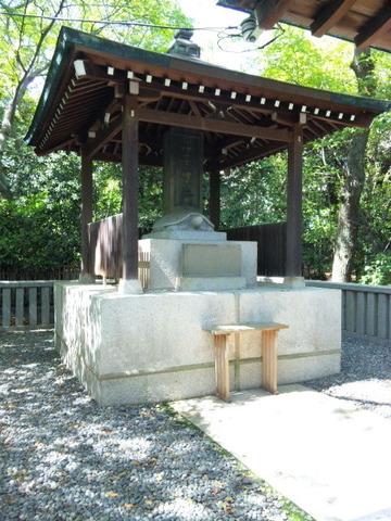 湊川神社 楠木正成公墓碑