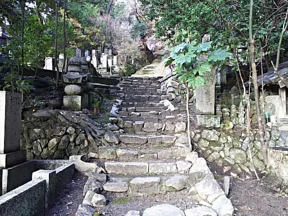 叡福寺 五字ヶ峯への石段