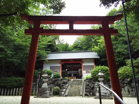 池之原神社 二の鳥居と拝殿
