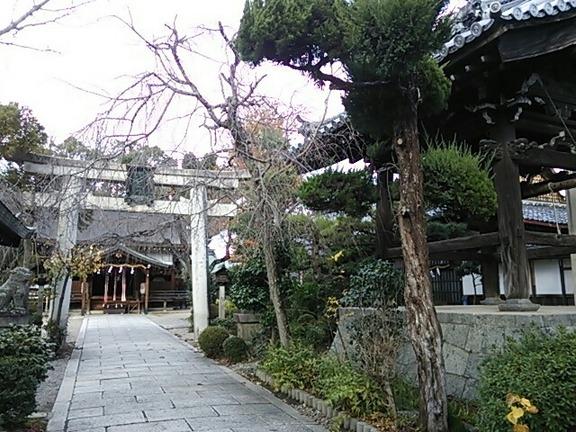 三輪惠比須神社 鳥居と鐘楼