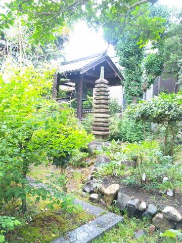 元興寺 十三重石塔と鐘楼