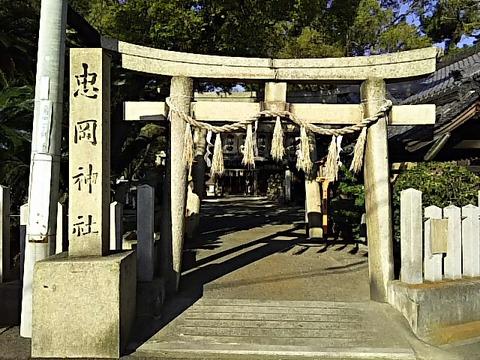 忠岡神社 鳥居と社号標