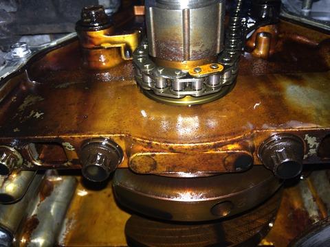 ジムニーJB23_クランク周辺の汚れ