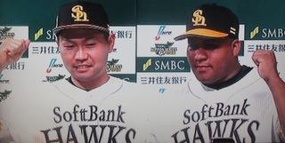 ホッとした表情の2人