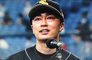 ビジターのお客さんに応える和田