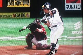 松田、今度は完璧なバッティングでレフトスタンドへ