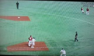柳田内野安打で出塁