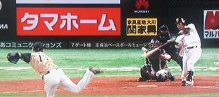 松田、高めのフォークを見事に捉えました。