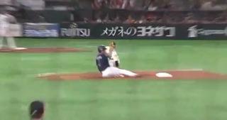 甲斐が中島の走塁をよく見てました。