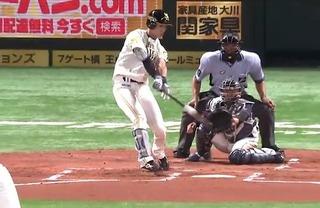 フォーク球をうまく拾っての先頭打者ホームラン