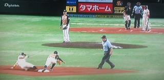 福田が反撃のきっかけを掴む盗塁