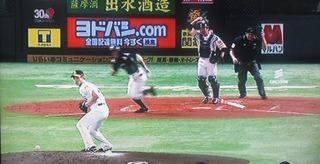 武田、打球が取れず内野安打タイムリーの場面