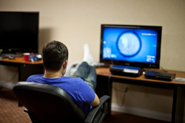 guy-playing-video-game-660x440