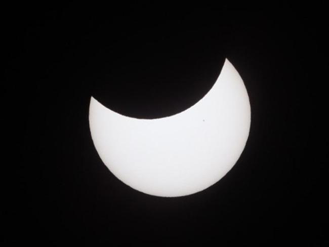 部分日食 太陽 月 天気に関連した画像-01