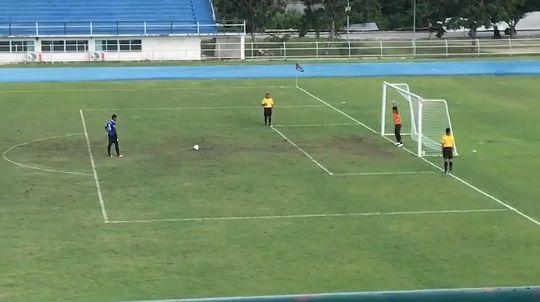 【動画】高校サッカーで超ミラクルシュートが誕生!! キーパー「え・・・!?」