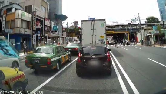 ドライブレコーダー 歩行者 車に関連した画像-02
