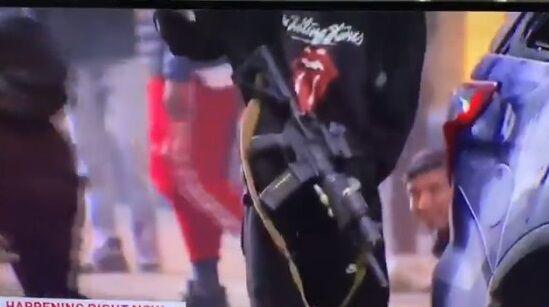 シアトル 暴徒 パトカー ライフル に関連した画像-03
