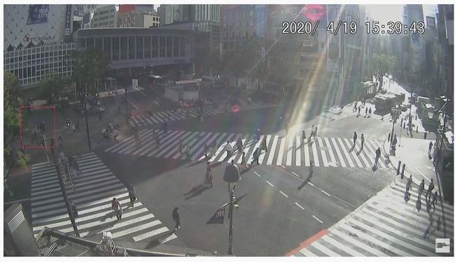 男性  渋谷 スクランブル交差点 巨大 エアーボール 移動 職務質問 職質 に関連した画像-05