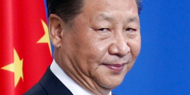 【中国の闇】女性が「独裁に反対!」と習近平の写真に墨を塗る→自宅に謎の制服集団→失踪