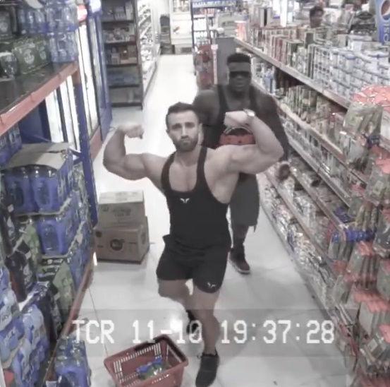 ウォルマート 監視カメラ 筋肉に関連した画像-02
