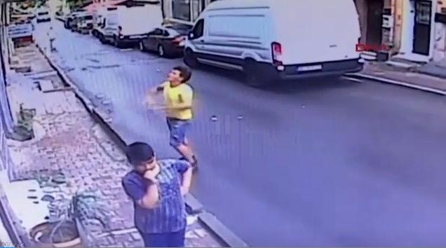 女の子 少年 転落 キャッチ トルコに関連した画像-03
