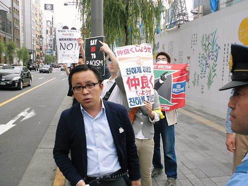 菅野完 森友問題 ジャーナリスト アメリカ 逮捕状 女性 暴行に関連した画像-04