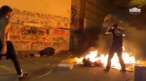 ホワイトハウス BLM デモ 暴動 衝撃映像公開に関連した画像-11