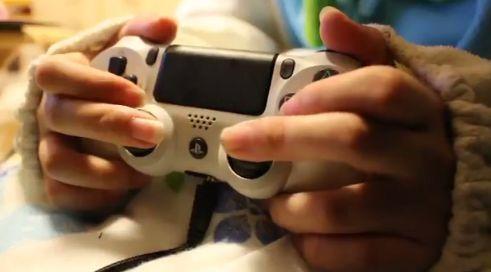 PS4 女子 ゲーマー コントローラー AC持ちに関連した画像-03