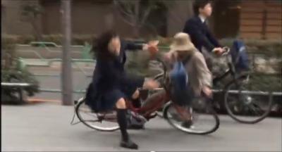 自転車 スマホ 女子高生 高齢者 事故 書類送検に関連した画像-01
