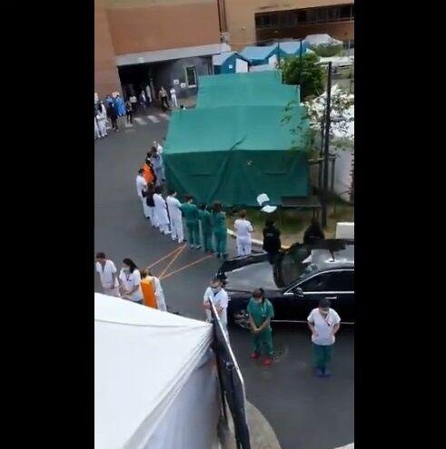 ベルギー ウィルメス首相 病院視察 医療従事者 抗議に関連した画像-04