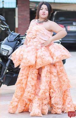 えびせん ドレス 女性 SNSに関連した画像-06