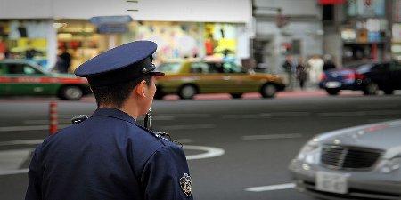 800px-Policeman_at_Tokyoリサイズ