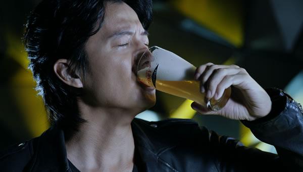 ビール CM ゴクゴク音 喉元 自主規制 アルコール中毒に関連した画像-01