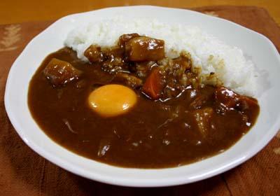 カレー カレーライス 生卵 関西 関東 トッピング 醤油 ソース マヨネーズに関連した画像-01
