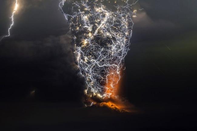 写真 神々しい 火山噴火 稲妻 火山雷に関連した画像-03