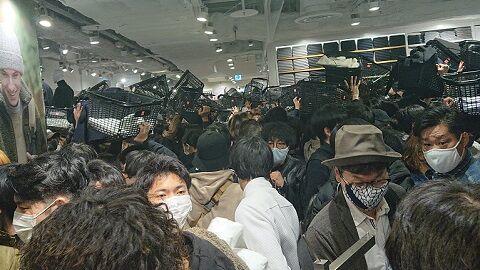 ユニクロ ジルサンダー コラボ 名古屋 暴動 服に関連した画像-01