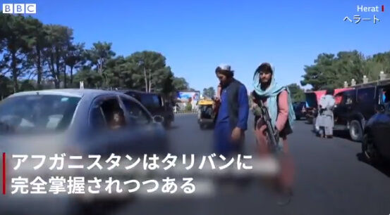 アフガニスタン タリバン 空港 カブール空港 アメリカ 市民 逃げ出す 米軍に関連した画像-18