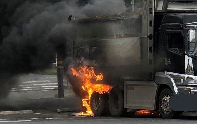 ミニストップ 駐車場 トラック 炎上 ツイッターに関連した画像-01