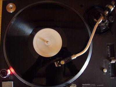レコードに関連した画像-01