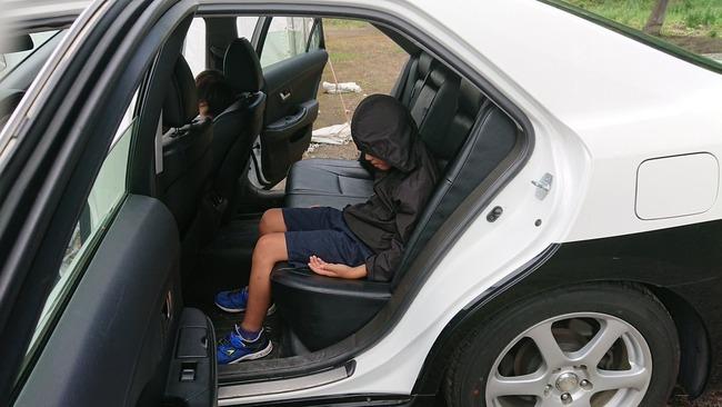 パトカー 少年 犯人 容疑者に関連した画像-02