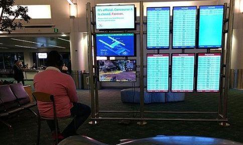 空港 男性 PS4 モニター APEX 係員 注意に関連した画像-01