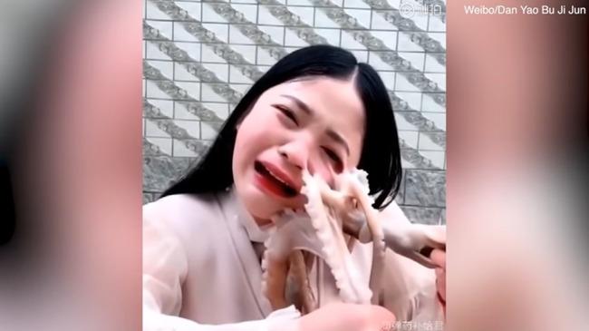 女性 タコ踊り食い 怪我に関連した画像-07